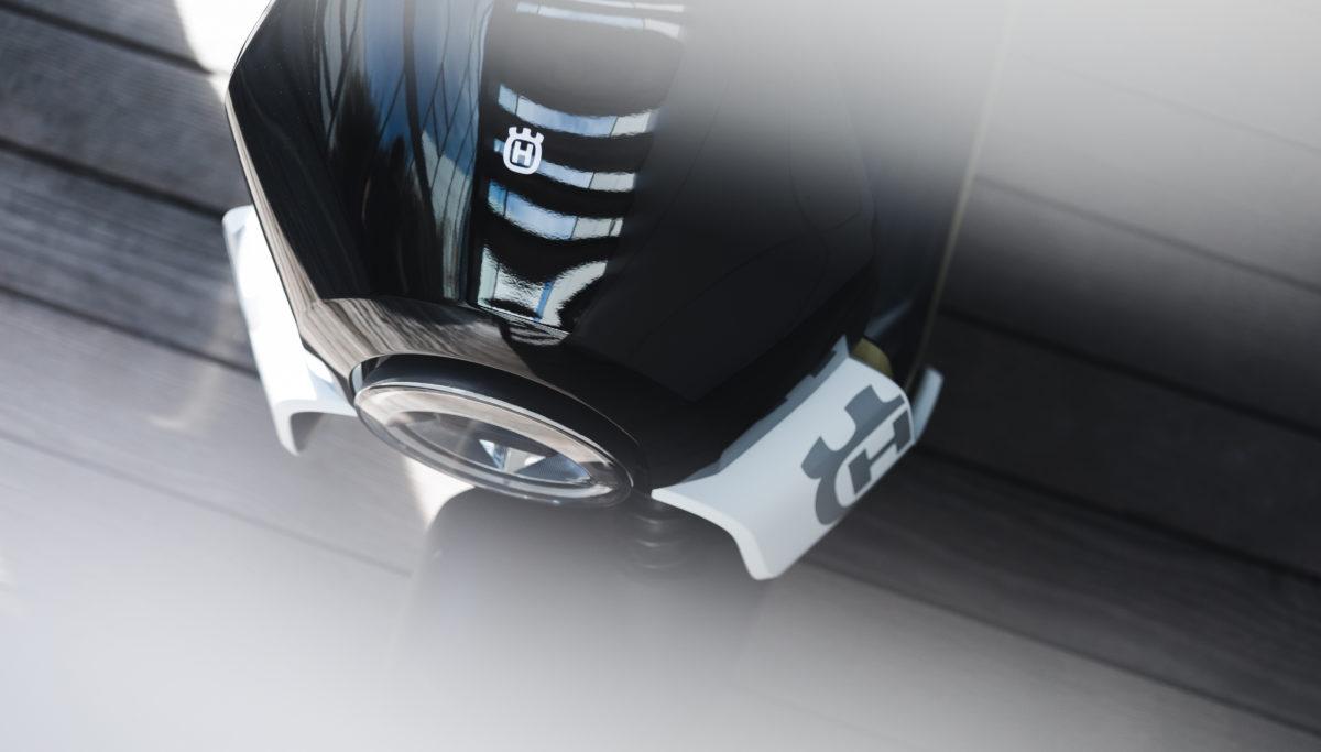 Husqvarna e-mobility VEKTORR e-scooter concept top detail view
